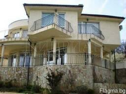 Дом с бассейн в Варна, в 2 км от море