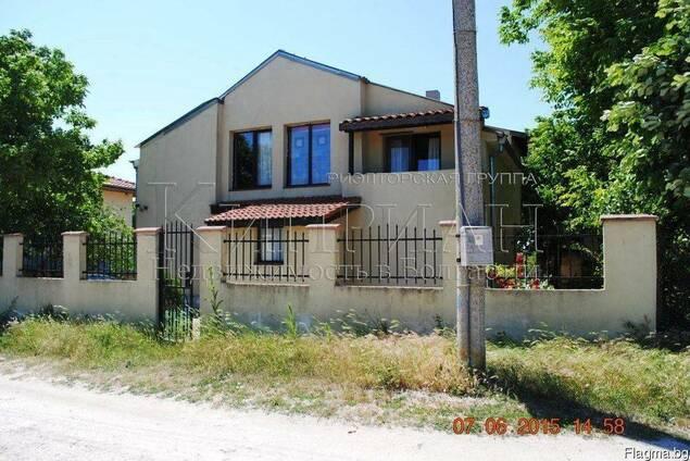 Двухэтажный дом с четырьмя спальнями в 18 км от Варны