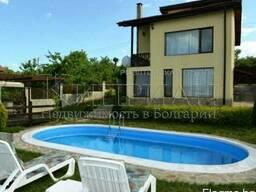 Двухэтажный дом с бассейном с красивая панорама на Варну и
