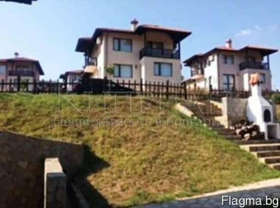Двухэтажный дом в 6 км от курорта Албена и моря.