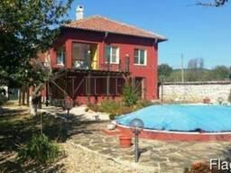 Двухэтажный меблированный дом с бассейном в 18 км от Варны