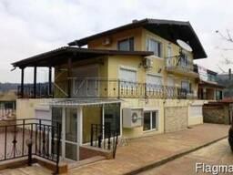Трехэтажный дом с бассейном в городе Балчик, Болгария