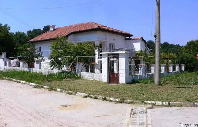 Дом в Болгария, район Варна в 5 км от пляжа на Шкорпиловци