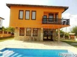 Дом в Болгария, район Варна, в 6 км от курорт Албена