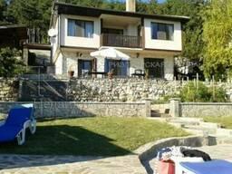 Двухэтажный дом с бассейном и вид на море, Варна