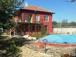 Двухэтажный меблированный дом с бассейном в 18 км от Варны - фото 1