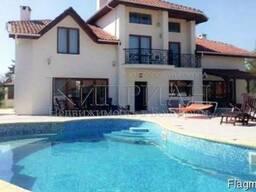 Элитный дом с бассейном в Бяла