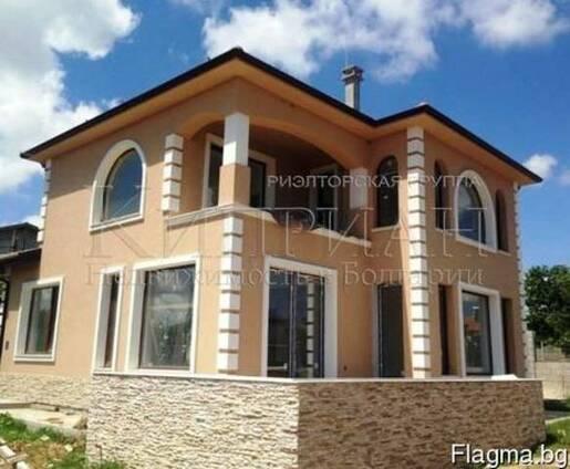 Новый двухэтажный дом и в 3 км от пляжа курорта Камчия.